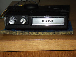 1972 GM  TRUCK 8-TRACK PLAYER