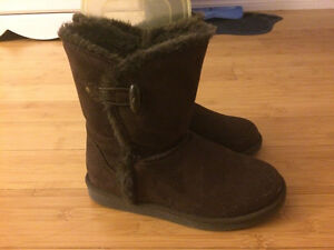 Payless fur lined, dark brown uggs