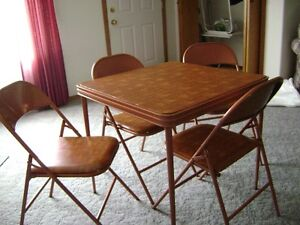 Cooey Card Table / 4 Chairs