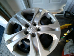 Hyundai 17 set of four Hubcaps ONLY