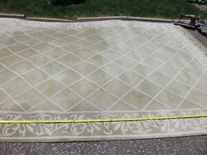 PALE GREEN RUG LATTICE PATTERN
