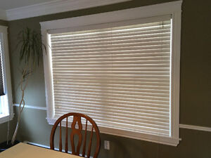 6' Vinyl Casement Window with Blinds