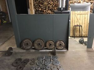 Bench press, Barbell, Dumbbells, Set de plaques et Miroir