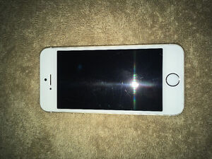 16GB Gold iPhone 5s Bell/Virgin good condition