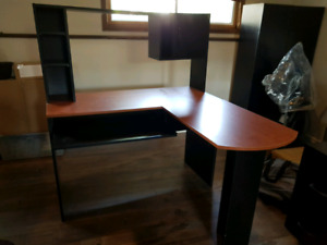 Computer desk in excellent condition asking 80