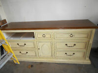 WOW - Beautiful dresser/  buffet / storage unit