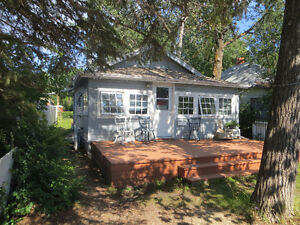 COZY  SYLVAN LAKE  BEACH  COTTAGE   -DAY, WEEKLY OR MONTHLY RENT