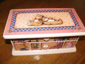 JEWELLERY BOX WITH JEWELLERY