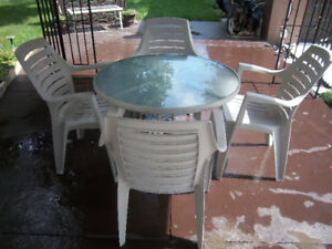 "30"" Round, Gray Patio Table & Four Chairs Set"