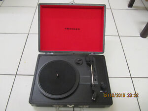 Classic Retro Crosley Model CR8005A-BK Turntable Circa2014 Xcond