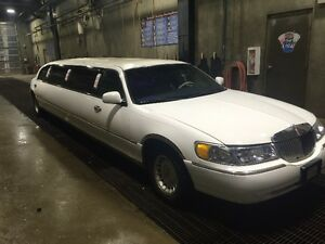 2001 Lincoln Town Car limousine