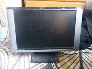 """Widescreen LCD Monitor 19"""" with integrated speakers"""