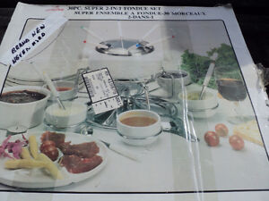 BRAND NEW WITH BOX ~~ FONDUE SET ~ 30 PIECE ~ NEVER USED!! Windsor Region Ontario image 1