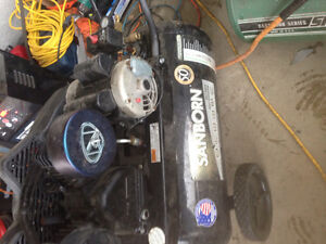 Like new used very lil air compressor