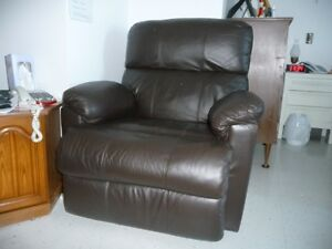 FAUTEUIL INCLINABLE.
