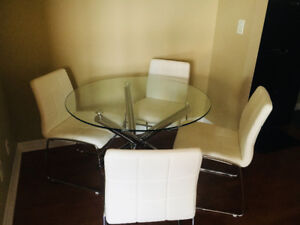 5 piece dining set - leather upholstery - Mississauga Square One