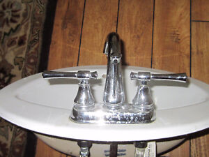 White toilet sink with chrome focets West Island Greater Montréal image 3