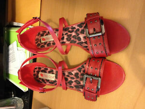 TWO LIPS SHOES SIZE 9 RED ,2 INCHES HEELS Cambridge Kitchener Area image 2