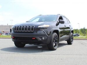 2016 JEEP CHEROKEE Trailhawk with Heated Seats and Remote Start!