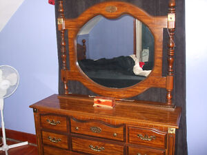 DRESSER WITH LARGE MIRROR