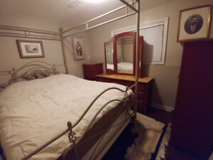 """Bedroom suite with amazing queen 15"""" Sealy mattress & boxspring."""