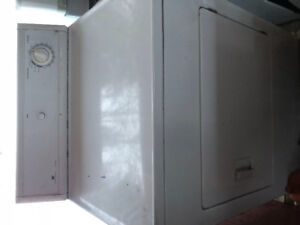Heavy duty dryer  great condition 100$