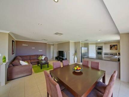 Looking for roommate Banksia Grove Wanneroo Area Preview