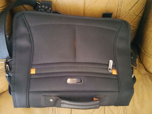 16 inch Kenneth Cole Reaction Laptop bag Kitchener / Waterloo Kitchener Area image 2