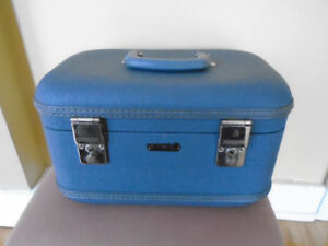 ancienne  valise / cas de train  / voyage air Montreal + plateau