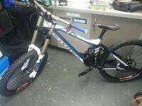 Mondraker Summum Pro team downhill bike Large