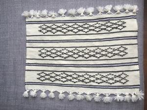 Tapis 100 pour cent laine fait sur un métier à tisser