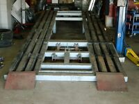 FRAME STRAIGHTENING MACHINE WITH TWO POSTS AND ACCECERIES