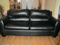 BLACK LEATHER PULL OUT COUCH