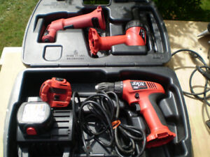 SKIL TOOL DUAL SOURCE  3 PC TOOL KIT and CHARGER