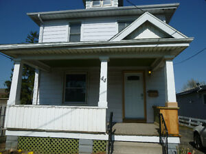 3 bedroom student rental-available Sept 1