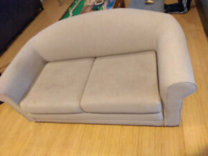 Love seat flip out bed  great for rec room, cottage, kids room.