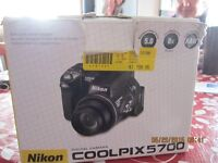 NIKON COOLPIX 5700 digital camera tres bonne condition