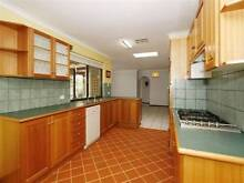 KARDINYA-MASTER BEDROOM AVAILABLE NOW, FRIENDLY SHARE HOUSE. South Fremantle Fremantle Area Preview