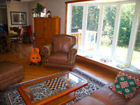 VICTORIA BEACH, MB. FULLY FURNISHED BI-LEVEL 3 Bedroom House