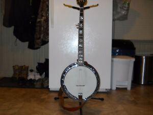 5-string banjo like new from a smoke free home