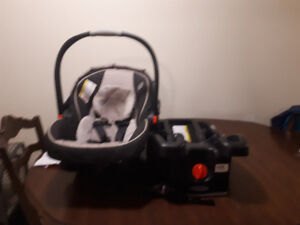 SELLING GRACO CAR SEAT: