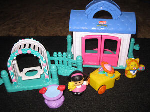 Maison Little People - Fisher price West Island Greater Montréal image 2