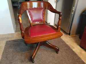 SOLID WOOD ANTIQUE OFFICE CHAIR