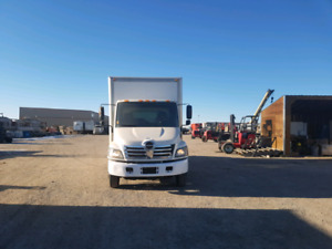 2006 Hino 185 with 20ft box and power tailgate