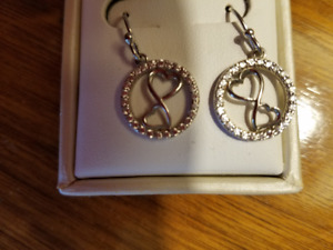 SET OF WHITE GOLD & DIAMOND HEART DROP EARRINGS - LIKE NEW!!