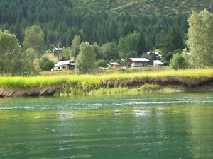 riverfront cabin Winlaw to rent