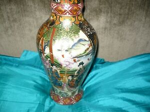 ANTIQUE STUNNING JAPANESE SATSUMA MORIAGE VASE WITH RUFFLED TOP Kitchener / Waterloo Kitchener Area image 3