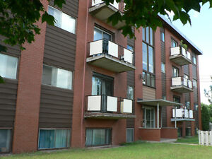 22 HUGO CRESCENT  TWO BEDROOM UNIT AVAILABLE  NOW