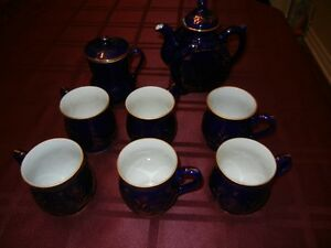 TEAPOT WITH MUGS