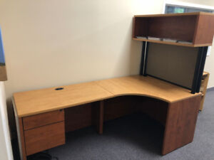 OFFICE DESK GREAT CONDITION 2 DRAWERS